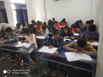 MATHURA : छात्र छात्राओं ने लिया भाग
