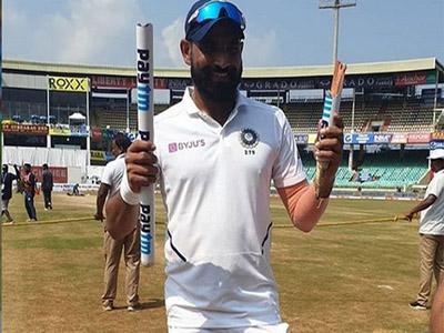 'फाइव स्टार' शमी ने टूटे हुए स्टंप के साथ दिया पोज, इस रिकॉर्ड में निकले श्रीनाथ से आगे